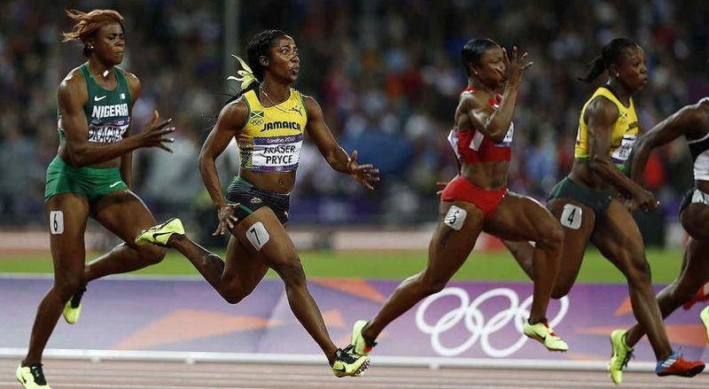 ¿Qué atleta ostenta el récord mundial de los 100 metros lisos femeninos?