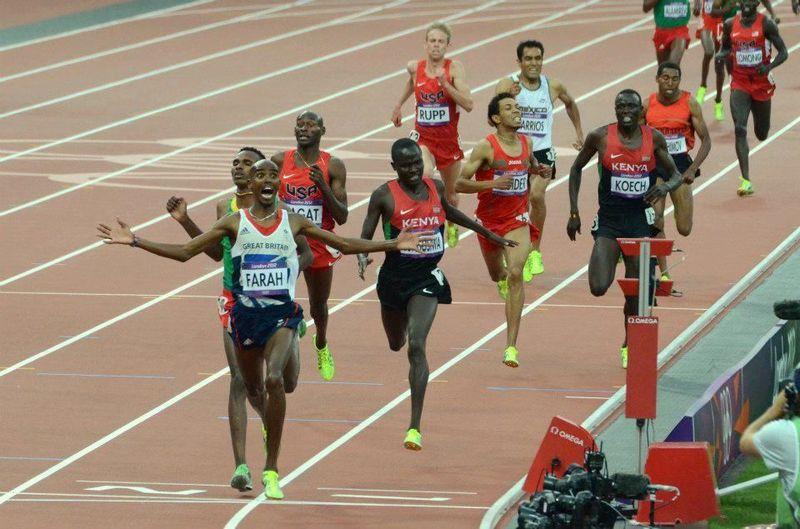 ¿Cuántas vueltas a la pista de atletismo se deben dar para completar la prueba de 5000 metros?