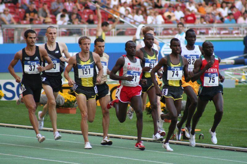 ¿En cuál de estas pruebas los atletas están obligados a correr toda la carrera en su respectiva calle (sin haber calle libre)?
