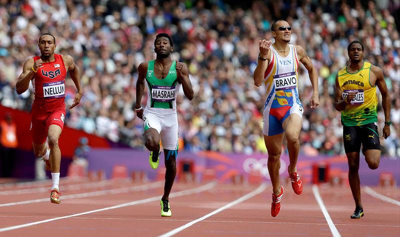 ¿Qué atleta batió en los Juegos de Río 2016 el récord olímpico y mundial de los 400 metros lisos?