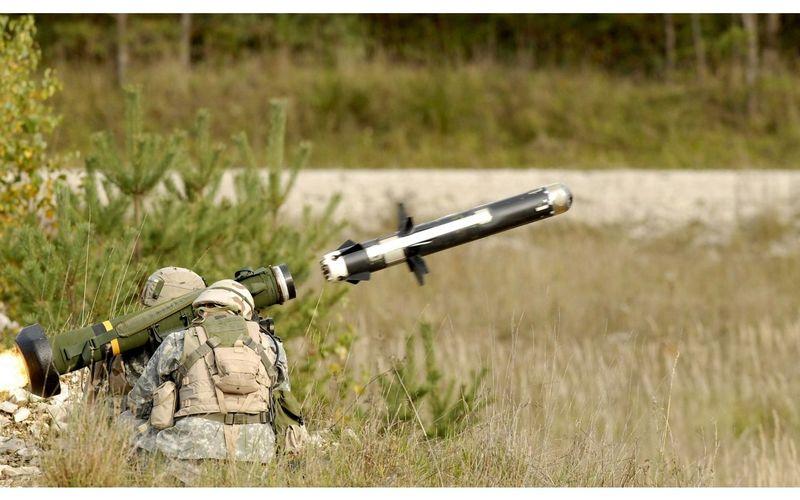 ¿Que sistema de guiado tiene el misil de un FGM-148 Javelin?