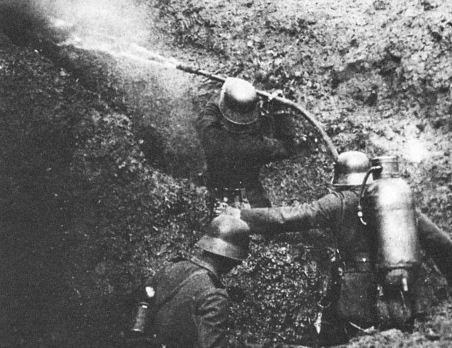 ¿Cual fue el primer lanzallamas usado en combate?