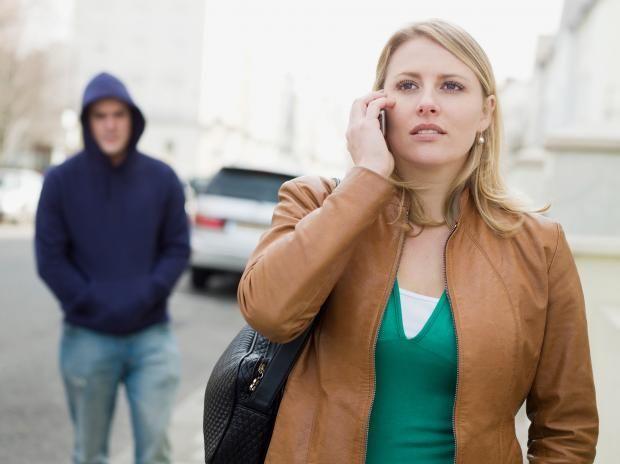 Sería capaz de seguir por la calle a mi pareja.