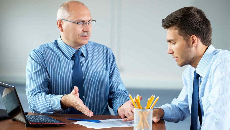 Primer trabajo. Tu jefe tiene a varios empleados en negro. ¿Qué haces?