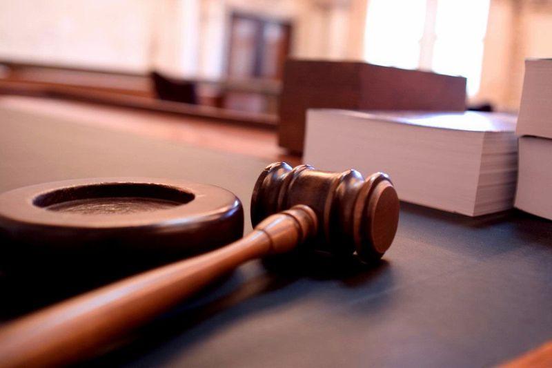 Eres el juez en un caso en el que una persona disparó a otra que se había colado en su piso. ¿ Qué haces?