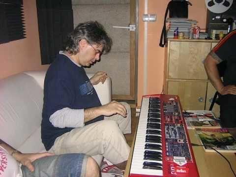 ¿Quién toca los teclados en directo?