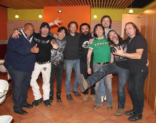 ¿Cuál de estos cantantes iba a colaborar en un principio en el disco