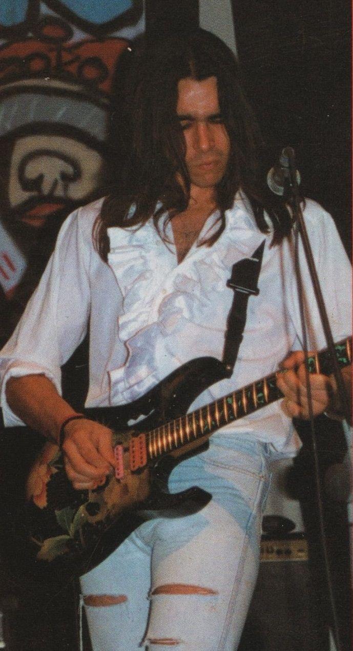 ¿Cómo se llamaba el primer guitarrista del grupo?