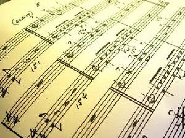 ¿Cómo se llama la pieza musical,  del intro de la serie?