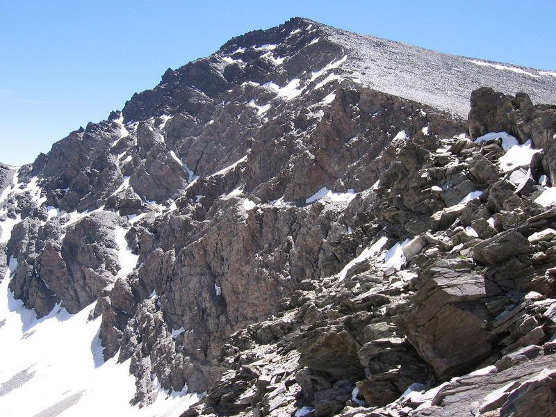 ¿Cuál es el pico más alto de la península ibérica?