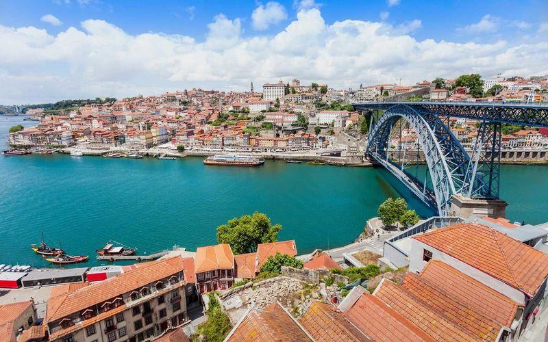 ¿Qué provincias hacen frontera con Portugal?