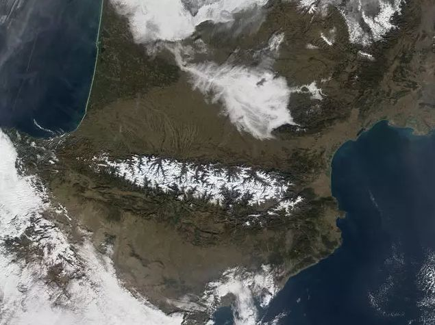 ¿Cuántos paises tienen frontera con España?