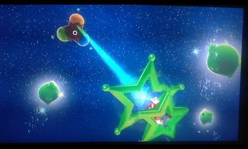 Una vez tengas las tres Estrellas verdes, podrás volar a la Galaxia Reto. ¿En cuál de estos retos es necesario apuntar? [★★★☆☆]
