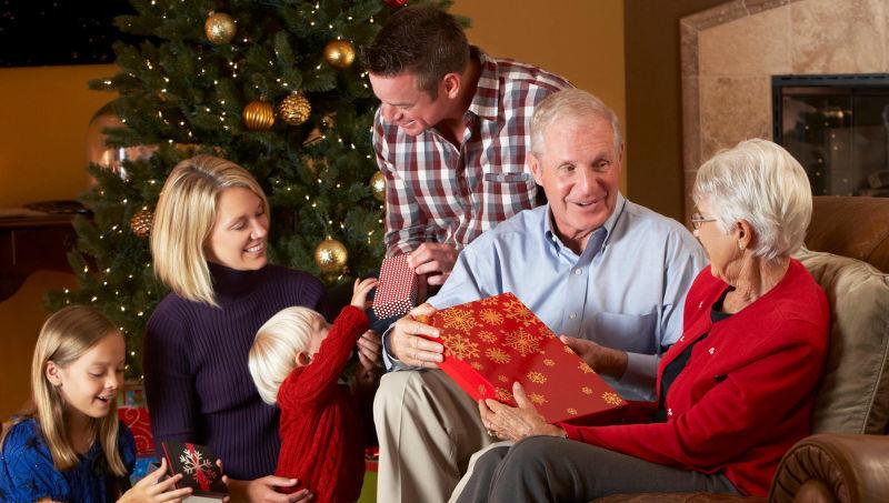 ¿Sigues la tradición de hacer una cena en nochebuena y abrir los regalos en Navidad?