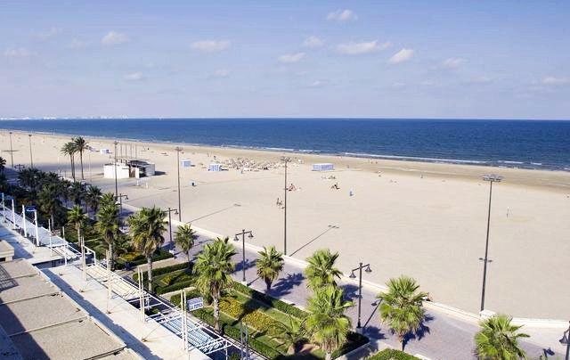 ¿Cuál es la playa más famosa de la ciudad?
