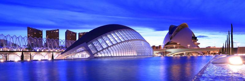 ¿Cómo se llama el complejo futurístico anteriormente mencionado?