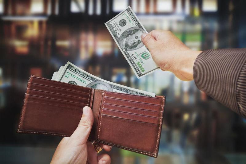 En caso afirmativo, ¿inviertes habitualmente dinero en estos contenidos?