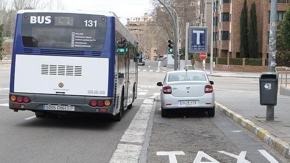31403 - El uso de los medios de transporte público (principalmente taxis y autobuses) en la sociedad