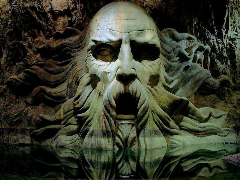 ¿Cómo se llama el fundador de la casa Slytherin?