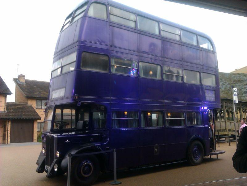 ¿Cómo se llamaba el bus que recoge a Harry cuando ve a Sirius por primera vez?