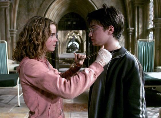 ¿Cómo se llamaba el artefacto que Hermione usa para ir a todas las clases?