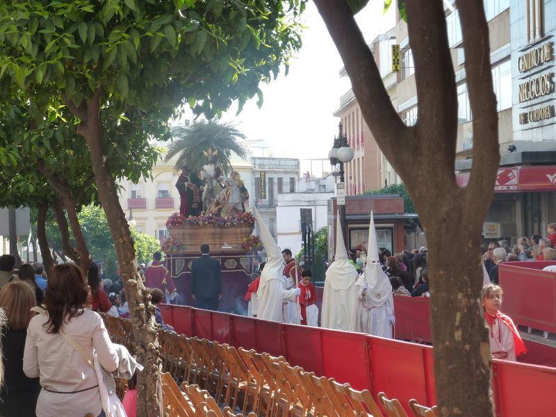 ¿Qué piensas que en algunas ciudades españolas pongan palcos/vallas, haya que pagar asientos para ver sentado/a las procesiones?
