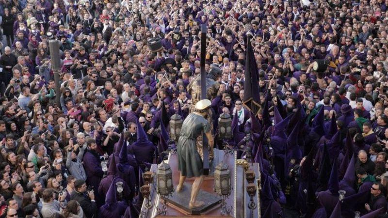 ¿En general, como crees que la sociedad actúa con la llegada de la Semana Santa cada año en España y en el resto del mundo?