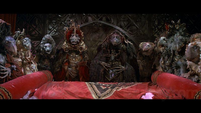 Los Skeksis habitan en el castillo del cristal, ¿Cómo se enteran de lo que ocurre tras las paredes de su hogar?