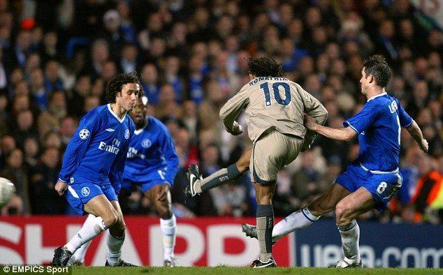El baile de caderas de Ronaldinho.