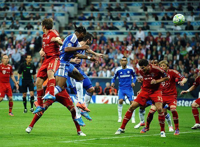 Final de  la Champions de 2012. Drogba cabeceó, centró...
