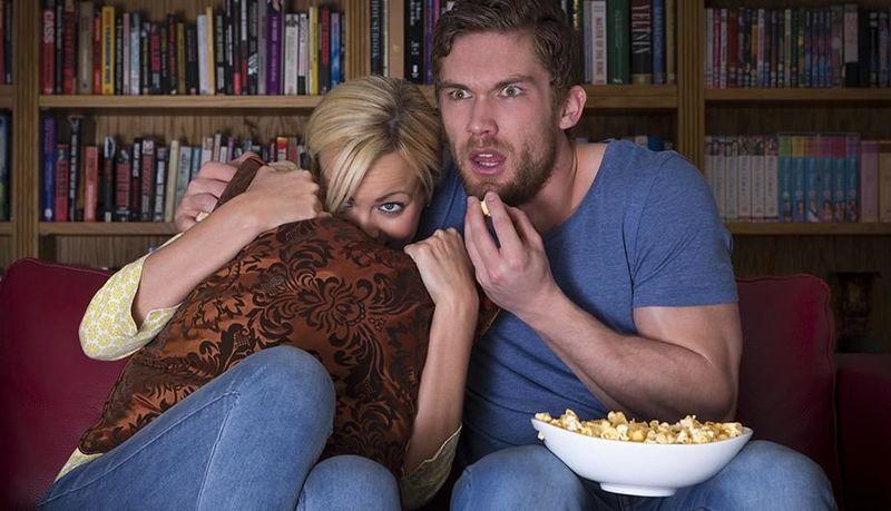 ¿Prefieres quedarte toda la noche viendo películas de Terror o de Romance?