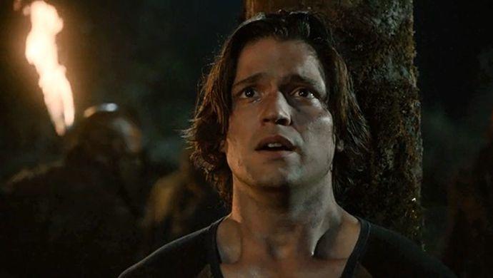 ¿A quién tortura Bellamy para encontrar la cura que salva a Finn del ataque terrícola?