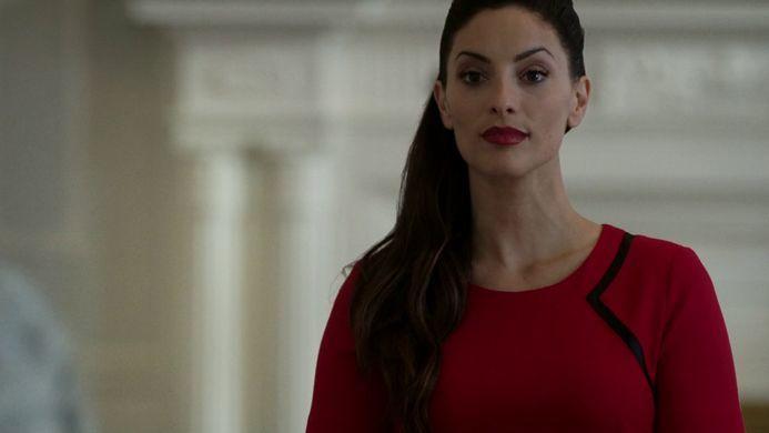 ¿Como consigue Clarke acceder a la ciudad de luz para eliminar a A.L.I.E.?