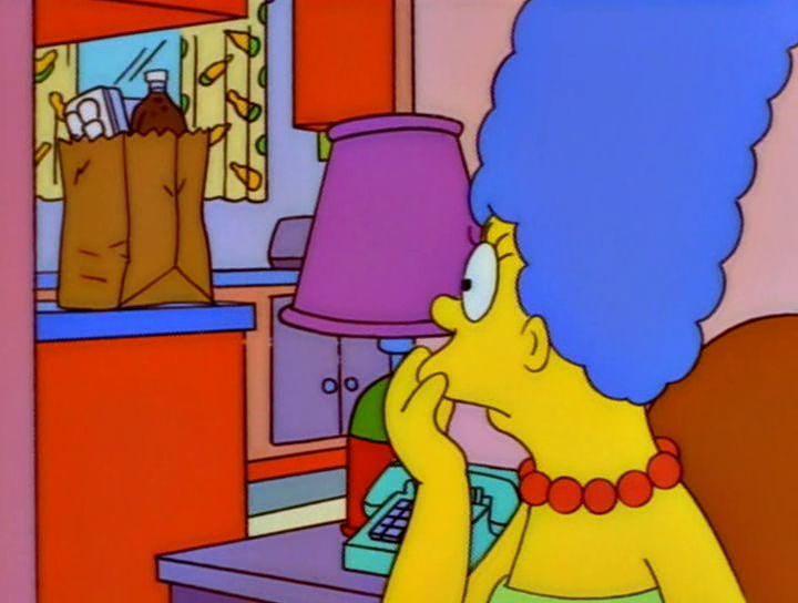 ¿Por qué Marge está mirando la bolsa de la compra con preocupación?
