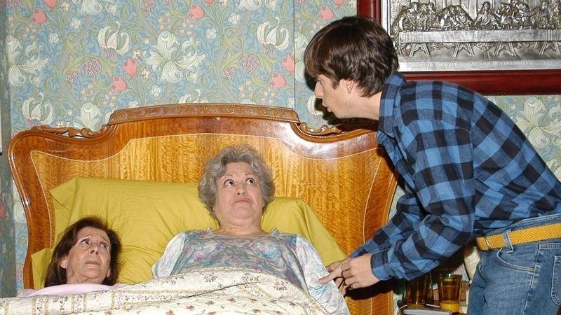 ¿Cómo es el nombre del cuidador de Concha y Marisa que, posteriormente, las ataría a la cama junto a Vicenta?