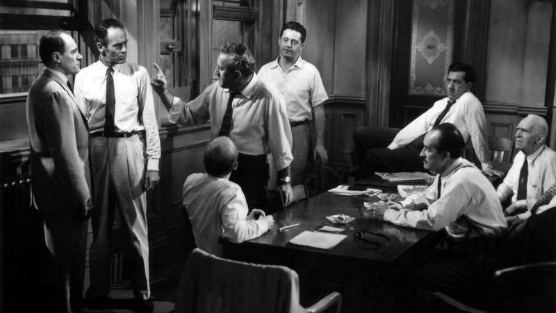 ¿A quién defiende Henry Fonda en la película
