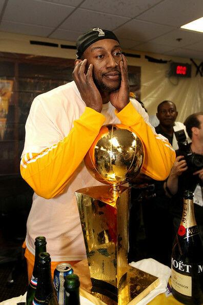 En la 71-72 se implantaron las Finales de Conferencia. ¿Qué equipo junto a los Nets ha ganado todas las que ha jugado?