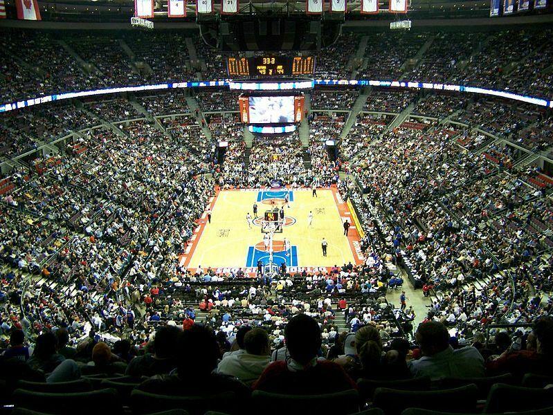 Madison (68) y Oracle (66) son los estadios más antiguos. ¿Qué estadio actual es el más longevo tras estas dos reliquias (90)?