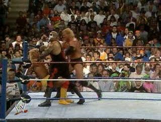 Después del combate en WM VIII, Hulk Hogan fue atacado por Papa Shango, ¿quién regresaría para ayudarle?