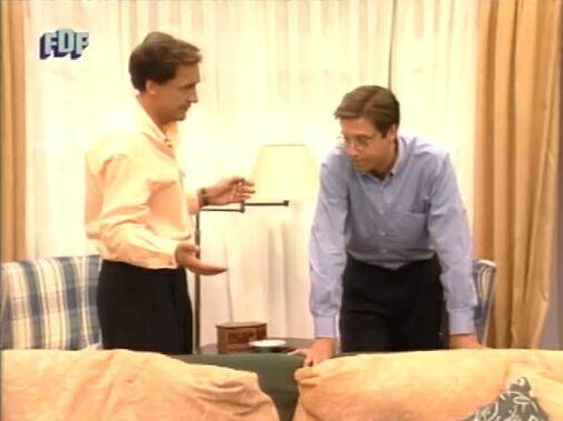 En el 1er capítulo, la familia Martín llega a su nueva casa ¿qué iba a vender Julio con el permiso de Nacho de su difunta mujer?