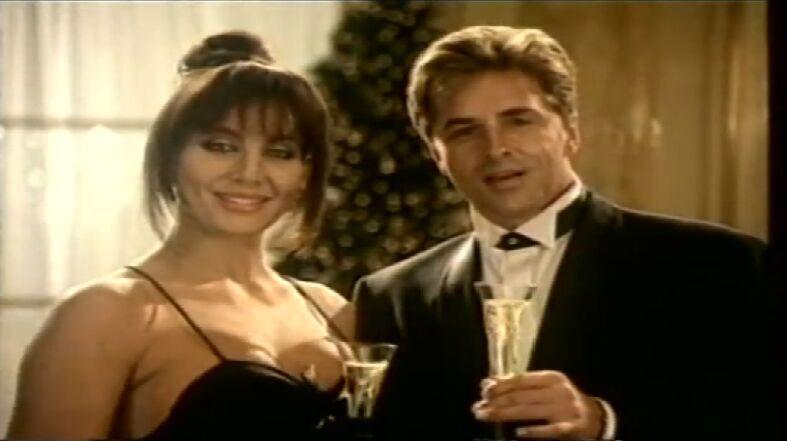 ¿En qué año se comenzó a incluir celebrities para el anuncio de Navidad de Freixenet? (la imagen corresponde al año 1991)