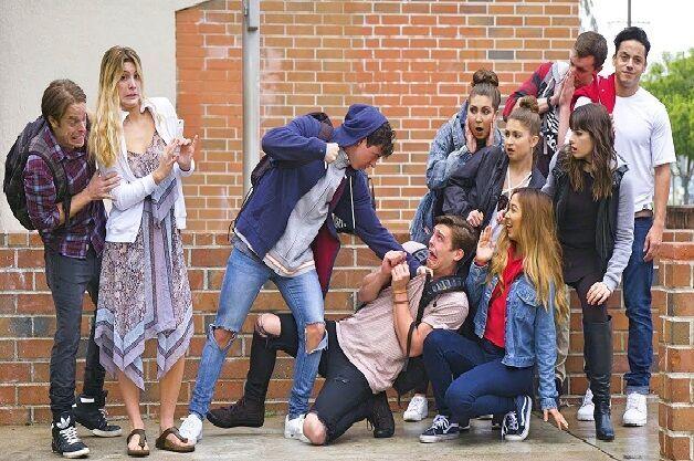 En uno de los pasillos del instituto ves que se están metiendo con un alumno que acaba de llegar nuevo, ¿cómo reaccionarías?