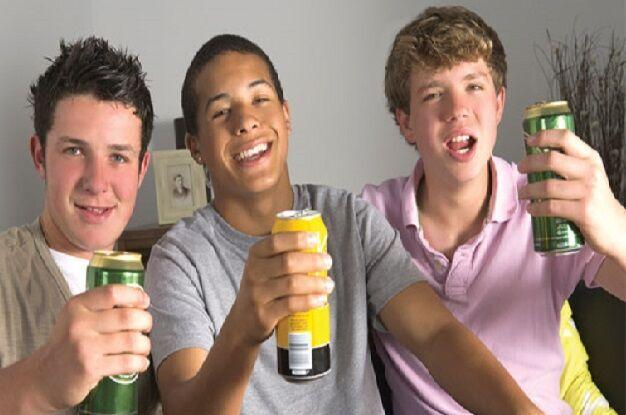 Vas a hacer una pequeña fiesta con tus amigos y quieres comprar alcohol pero al ser menor de 21 años no puedes, ¿qué harías?